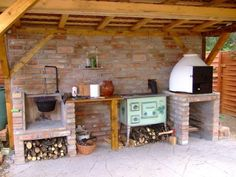 Garden kitchen with cauldron, traditional stove and pizza oven. Outdoor Oven, Outdoor Cooking, Wood Fired Oven, Summer Kitchen, Outdoor Kitchen Design, Outdoor Living, Outdoor Decor, Bbq Grill, Stove