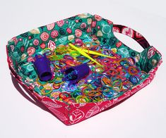 Quilted Fabric Tray by Thread Riding Hood using Beyond the Garden fabric Coin Purse Tutorial, Zipper Pouch Tutorial, Tote Tutorial, Quilt Tutorials, Sewing Tutorials, Bag Tutorials, Sewing Ideas, Sewing To Sell, Free Sewing