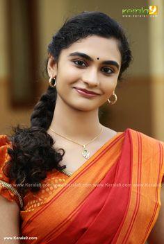 Asha Sarath, Malayalam Actress, South Indian Actress, Indian Girls, Be Still, Indian Actresses, Daughter, Sari, Culture