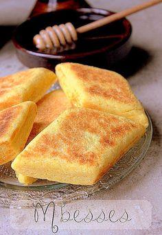 Recette mbesses, Mtakba, une délicieuse galette de semoule au beurre qui se prépare en Algérie. Plus considéré comme un gâteau, on la sert avec un thé.