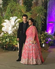 Salman khan sister at Sonam Ahuja wedding Sonam Kapoor Wedding, Bollywood Wedding, Indian Dresses, Indian Outfits, Indian Clothes, Celebrity Couple Costumes, Celebrity Couples, Salman Khan, Mahira Khan