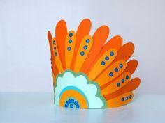 DIY simple à faire avec les enfants pour le Carnaval : une couronne en papier, indien ou grand-chef, à vous de personnaliser cette création >> voir le tuto