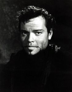 Young Orson Welles.  Quite a looker back in the day.  I can see Leonardo doing a bio pic. Brilliant at this craft.