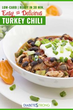 This Simple and healthy Turkey Chili recipe is loaded with protein (25 grams per serving!) and a satisfying spicy flavor from the jalapeño and red chili. It's low-carb, made on stovetop and can be ready in 30 minutes for a quick, healthy meal! Give it a try! #turkeychili #chilirecipes #turkeyrecipes #lowcarbrecipes #thanksgivingrecipes #diabeticrecipes #diabeticdiet #diabetesstrong Easy Diabetic Meals, Healthy Low Carb Dinners, Diabetic Recipes For Dinner, Healthy Recipes For Diabetics, Healthy Holiday Recipes, Diabetic Friendly, Dinner Recipes, Easy Turkey Chili, Easy Family Meals