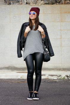 http://www.carolina-toledo.com/2014/11/black-outfit-burgundy-beanie.html