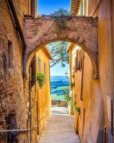 Next stop Montepulciano! A beautiful hill town in the Italian province of Siena in southern Tuscany. We love the car-free vibe of this city so bring your walking shoes! Found On : http://ift.tt/1riu5K8
