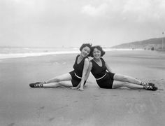 On the beach with Jennie and Rosie Dolly of the famed twins the Dolly Sisters Dolly Sisters, Double Take, Bathing Beauties, Showgirls, Vintage Photos, Twins, Hollywood, Glamour, Celebrities