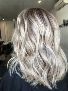 Hair inspiration ✔️ Instagram @hairbykaitlinjade Blonde balayage, long hair, cool girl hair ✌️  Lived in hair colour Blonde bronde brunette golden tones Balayage face framing blonde  Textured curls