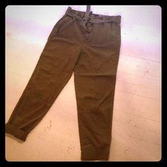 Brand new Zara kaki Carrot pants 80% coton / 5 % linen brand new Kaki Zara pants size M Zara Pants Capris