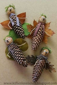 Crafts in autumn with children - from natural materials to buttons * Mission Mom - Pine cones make autumn Informations About Basteln im Herbst mit Kindern – von Naturmaterialien bis - Pine Cone Art, Pine Cone Crafts, Pine Cones, Diy And Crafts, Craft Projects, Crafts For Kids, Arts And Crafts, Autumn Crafts, Nature Crafts