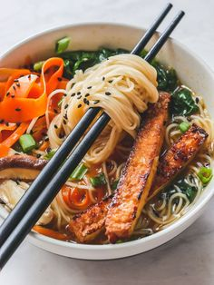 Vegan Miso Ramen How can ramen be savory & rich without meat? You CAN make restaurant-quality, vegan miso ramen with crispy tofu at home. - Savory Vegan Miso Ramen With Crispy Tofu In 30 Minutes Vegan Noodle Soup, Ramen Noodle Recipes, Vegan Soup, Vegetarian Recipes, Cooking Recipes, Healthy Recipes, Vegetarian Ramen, Cleaning Recipes, Steak Recipes