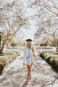 Nursing Graduation Pictures, College Graduation Pictures, Graduation Picture Poses, Graduation Portraits, Graduation Photography, Graduation Photoshoot, Grad Pics, Grad Pictures, Senior Photography