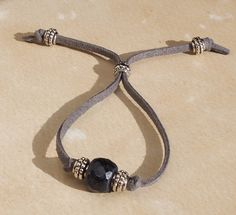 interesting way to make an adjustable bracelet - try this with the yarn bracelets and a large hole bead? Leather Jewelry, Wire Jewelry, Jewelry Crafts, Beaded Jewelry, Jewelery, Jewelry Bracelets, Ruby Jewelry, Paracord Bracelets, Leather Cord