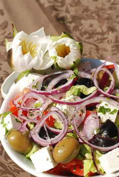 #salad #recipes The decorative flowers in the photo are an optional touch but you can use them if you want. If you are using real flowers as a garnish make ...