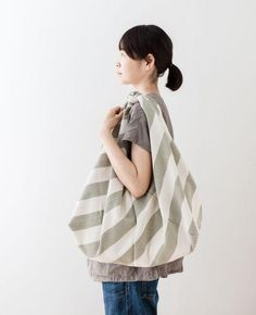 どんなものでも包めて便利!おしゃれな『風呂敷バッグ』の作り方8選!   CRASIA(クラシア)