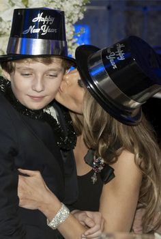 First Lady Melania Trump Donald And Melania Trump, First Lady Melania Trump, Donald Trump, First Lady Of America, Trump Train, American Presidents, Beautiful Family, Beautiful Pictures, Little Girls