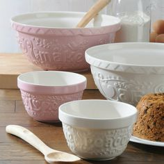 The Mason Cash Pink Mixing Bowl 29cm offers style and quality all in one sturdy bowl! The retro design of this pink mixing bowl will certainly appeal to many. Made from stoneware this retro mixing bowl has a feel of real quality. Only £16.95. Click http://www.nucasa.co.uk/mason-cash-mixing-bowl-pink-29cm/ to see more of this #retro #mixingbowl