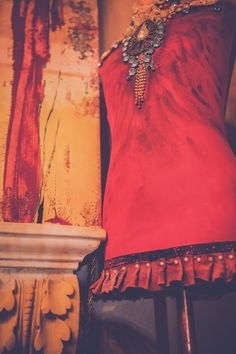 Pannonian X-MAS im TiMiMoo Art Boutique Hotel Bürgerhaus in Rust. Aus alt mach neu: Modepuppe mit Annie Sloan Chalk Paint Farben #timimoo #anniesloan #chalkpaint #chalkpaintfarben #anniesloanchalkpaint #vintage #mooslechners #modepuppe #rust #bürgerhaus Boutique, Annie Sloan, Bed And Breakfast, Event Design, Vintage, Fashion, Fashion Styles, Colors, Moda