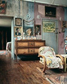 THE HOME OF THE BLOOMSBURY GROUP..EACH ROOM IS EXQUISITE●