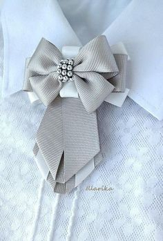 Ribbon Jewelry, Ribbon Art, Ribbon Crafts, Ribbon Bows, Diy Hair Accessories, Fashion Accessories, Brooches Handmade, Handmade Jewelry, Women Bow Tie