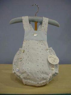 Peto ranita Baby Moon, Kids Dress Patterns, Heirloom Sewing, Baby Dresses, Diy Baby, Baby Sewing, Sewing Projects, Rompers, Knitting