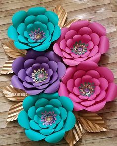 """Flores de Papel """"Paper Flowers are a great addition to your party, nursery decor, or home decor. Set of 5 customized paper flowers in your choice of color Large Paper Flowers, Paper Flower Wall, Paper Flower Backdrop, Giant Paper Flowers, Felt Flowers, Diy Flowers, Diy Paper, Paper Crafts, Fleurs Diy"""