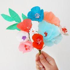 Bouquet de fleurs en papier ( à mettre en guirlandes)