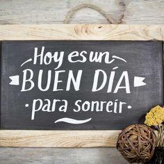 Hoy Es Un Buen Día Para Sonreir / Today's a Good Day To Smile