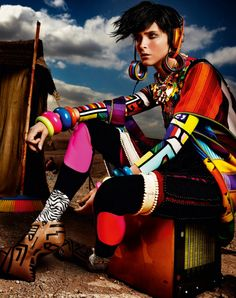 Vogue UK May 2012 Editorial: High Plains Drifter Model: Carmen Kass Photographer: Mario Testino Stylist: Lucinda Chambers Foto Fashion, Tribal Fashion, African Fashion, Fashion Art, High Fashion, Fashion Design, African Style, African Logo, Spring Fashion