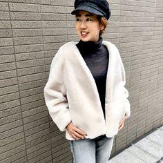白のエコファーアウター。にこにこプライスで新調しました♡ | スタッフの 今日のコーデ | mi-mollet(ミモレ) | 明日の私は、もっと楽しい Fur Coat, Winter Hats, Jackets, Articles, Fashion, Down Jackets, Moda, Fashion Styles, Fashion Illustrations