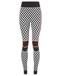 High-waisted seamless ski leggings ideal as a base layer on the slopes, in sweat-wicking fabric for the best in warmth and comfort. An all-over jacquard print plus flattering vertical panels create a beautiful silhouette. Add femininity and urban edge to your look with pastel accents and bold Sweaty Betty branding. Take care when worn with jewellery as fabric is delicate.