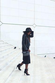 www.haveafashionbreak.com  Minimal black outfit