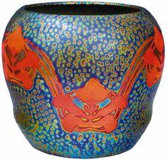 Zsolnay - Kaspó trébelt és stilizált növényi díszítéssel, 1906 körül Porcelánfajansz, opak és transzparens eozinmázak , M: 21 cm, szájátmérő: 18 cm Jelzés: domború körpecsét, F: 8193 19. au 2005/ká 600e