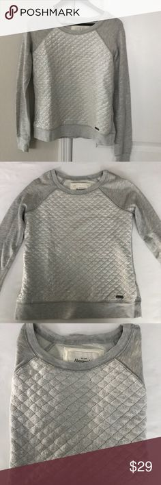 Abercrombie & Fitch Ladies Sweater.  Super cute!! Abercrombie & Fitch Ladies Sweater.  Super cute!!  Nice condition no snags or stains Abercrombie & Fitch Sweaters