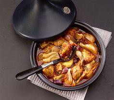 Sowohl der Tontopf wie auch das Gericht, das darin zubereitet wird, nennt man Tajine. Letzteres ist mit dem Fenchel und vielen Gewürzen ein besonderer Genuss.