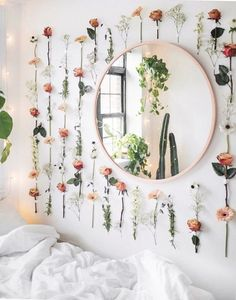 Home Decor Apartment College dorm decor inspiration ideas. Whether it's your freshman year or not these ideas for girls bedroom decorations organizing color schemes space saving minimalist cute designs pictures for you and your roommate. Inspired by Decoration Bedroom, Cute Room Decor, Flower Room Decor, Fake Flowers Decor, Diy House Decor, Picture Room Decor, Simple Room Decoration, Bedroom Flowers, Paint Flowers