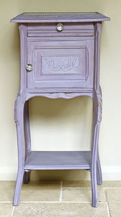 Emile is a warm soft aubergine colour in the Chalk Paint® palette. Annie Sloan first developed her signature range of furniture paint in calling it 'Chalk Paint' because of this decorative paint's velvety, matte finish. Annie Sloan Chalk Paint Emile, Annie Sloan Paint Colors, Chalk Paint Colors, Annie Sloan Paints, Chalk Painting, Purple Furniture, Chalk Paint Furniture, Furniture Projects, Furniture Makeover