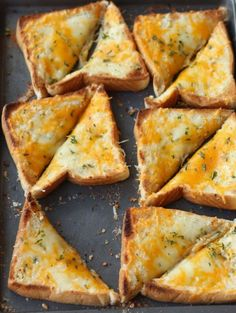 Three Cheese Garlic Texas Toast is the perfect garlic bread. It has the perfect … Three Cheese Garlic Texas Toast is the perfect garlic bread. It has the perfect ratio of garlic to cheese. A family hit! Homemade Garlic Bread, Garlic Cheese Bread, Cheesy Garlic Bread, Homemade Breads, Manger Healthy, Bread Toast, Clean Eating Snacks, Mozzarella, Easy Meals