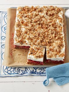 Himbeer - Nuss - Sahne - Schnitten, ein schönes Rezept mit Bild aus der Kategorie Kuchen. 48 Bewertungen: Ø 4,5. Tags: Backen, Kuchen, Sommer, Torte