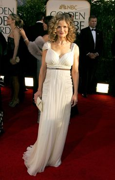 Pin for Later: Les 65 Tenues les Plus Glamour Jamais Vues aux Golden Globes Kyra Sedgwick, 2007