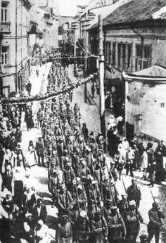 Polish troops in Wilno liberated from the Bolsheviks (April 1919).