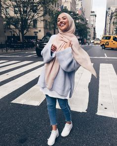 Pin by rєjαnα вríkα on hijab fashion in 2019 мусульманская мода, мусульманк Modern Hijab Fashion, Street Hijab Fashion, Hijab Fashion Inspiration, Muslim Fashion, Mode Inspiration, Look Fashion, Fashion Outfits, Fashion Hacks, Modest Fashion Hijab