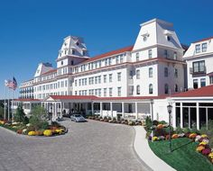 Wentworth by the Sea Hotel & Spa: Constructed in 1874, the renovated Wentworth, next door to Portsmouth in New Castle, is the only grand seaside resort left standing on the New Hampshire coast. The Wentworth was the focal point in 2005 for the 100th anniversary of the Portsmouth Peace Treaty and the negotiations that ended the Russo-Japanese War in 1905.