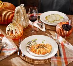 Host your Halloween party in style — our festive Halloween dishes, glasses and dinnerware will have your guests commenting on how BOO-tiful everything is!