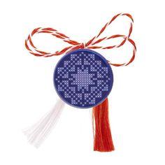 Broșă mărțișor pe fundal albastru și broderie albă Dream Catcher, Christmas Ornaments, Holiday Decor, Home Decor, Embroidery, Dreamcatchers, Decoration Home, Room Decor, Christmas Jewelry