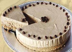Les petites tartes à la crème de mascarpone au café sont composées d'une base de biscuits, de poudre de cacao amer et de beurre fonduLire la suite Cheesecake Au Café, Tunisian Food, Biscuits, Beignets, Cheesecakes, Easy Desserts, Gelato, Crunch, Recipes