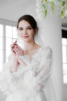 Winter wedding vibes from our bridal collection! You can find different rumors about the annals of the marriage dress; Classic Wedding Gowns, Red Wedding Dresses, Wedding Colors, Bridal Dresses, Marchesa Bridal, Marriage Dress, Married Woman, White Bridal, Boho Bride