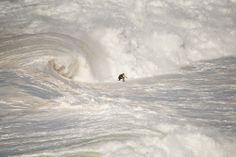 Nazaré North Canyon Foto por Rui Caria - National Geographic Your Shot