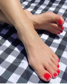 Nice Toes, Pretty Toes, Pretty Nails, Foot Pics, Foot Pictures, Painted Toe Nails, Red Toenails, Cute Toe Nails, Pedicure Colors