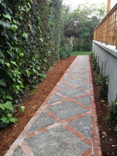 60 Backyard and Front Yard Pathway and Stepping Stone Walkway Ideas The garden pathway is a must-have not only because it enriches the landscape and make the décor more beautiful but also for practical reasons. Stepping Stone Walkways, Brick Pathway, Brick Edging, Stone Path, Paving Stones, Front Yard Walkway, Front Yard Landscaping, Landscaping Ideas, Mulch Landscaping